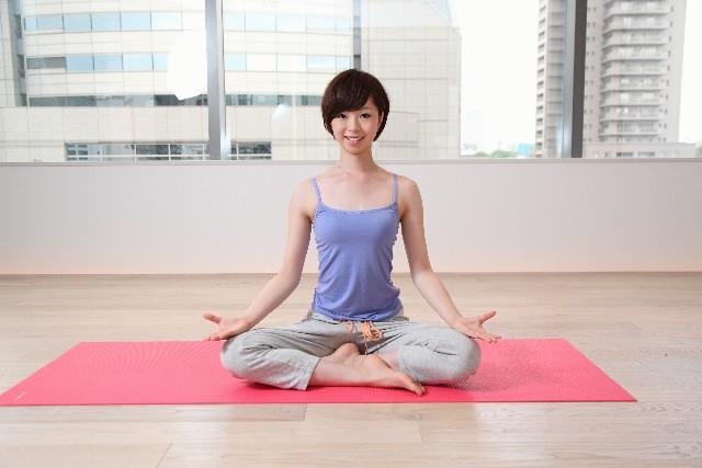 適度な運動でダイエットもストレス発散も。ヨガは働く女性の味方。