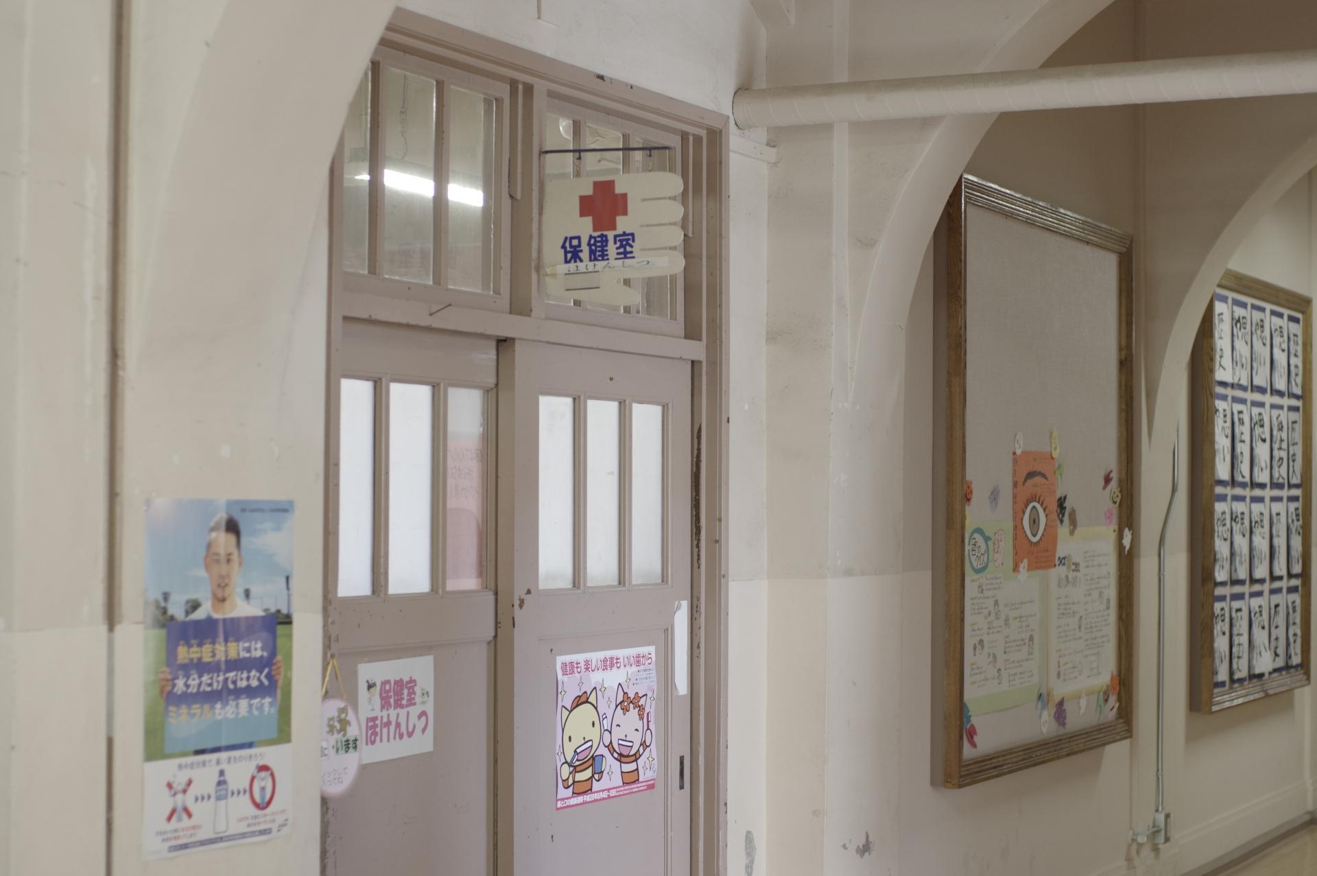保健室で働く養護教諭は児童の健康と生命を預かる大事な仕事