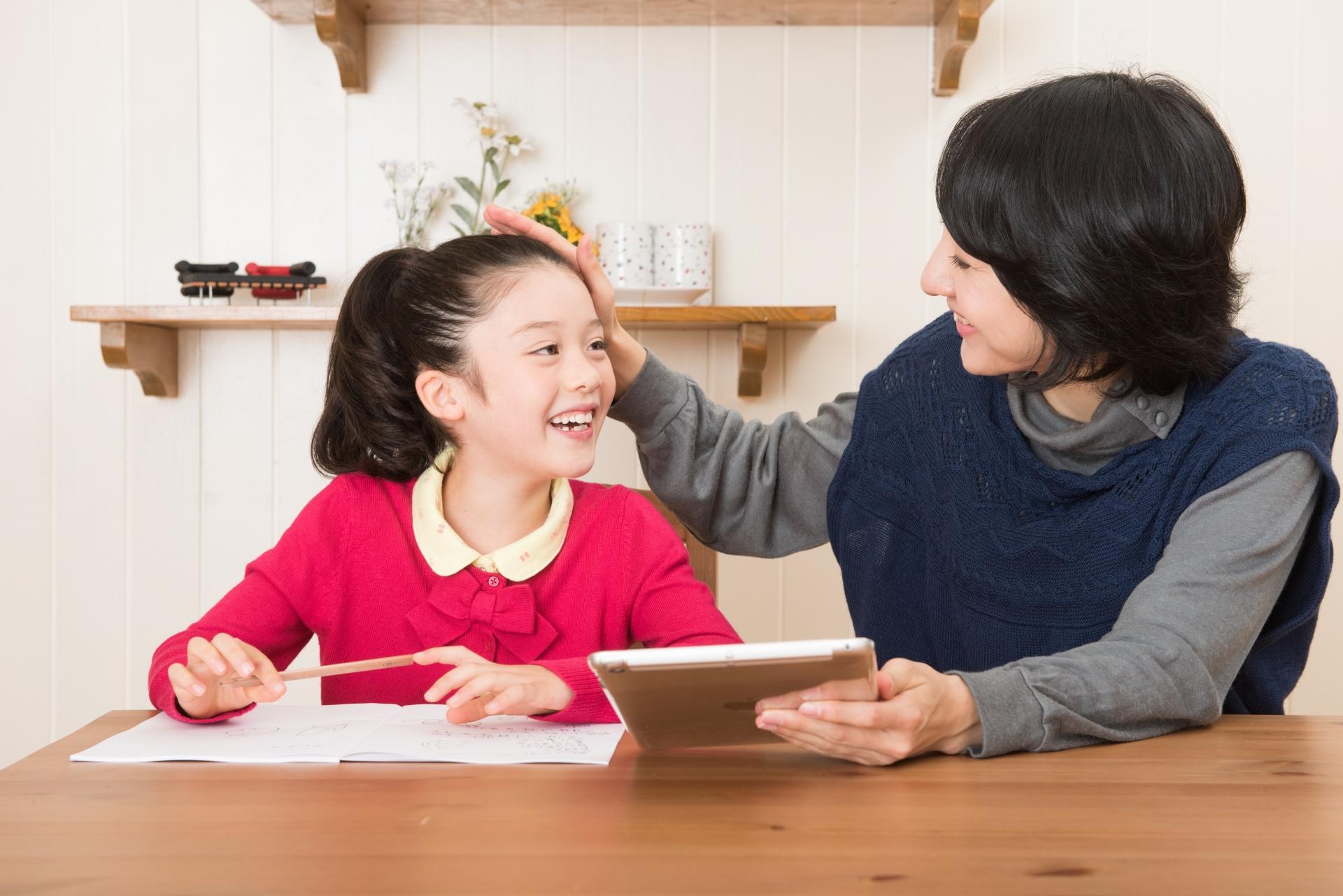 小学生の親の果たす役割は多く、時間に余裕がある働き方がベスト